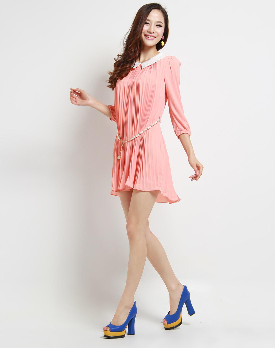 粉色娃娃领长袖连衣裙