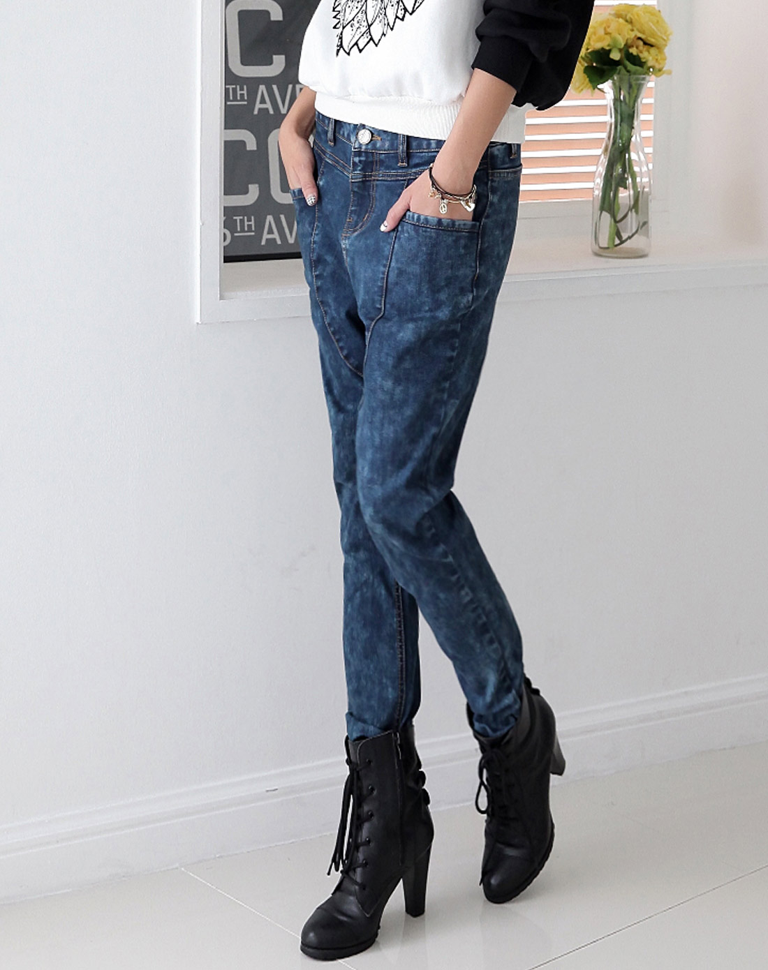蓝色胯裆牛仔裤