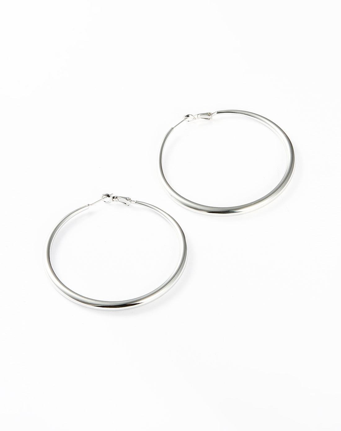银色圆形时尚大耳环