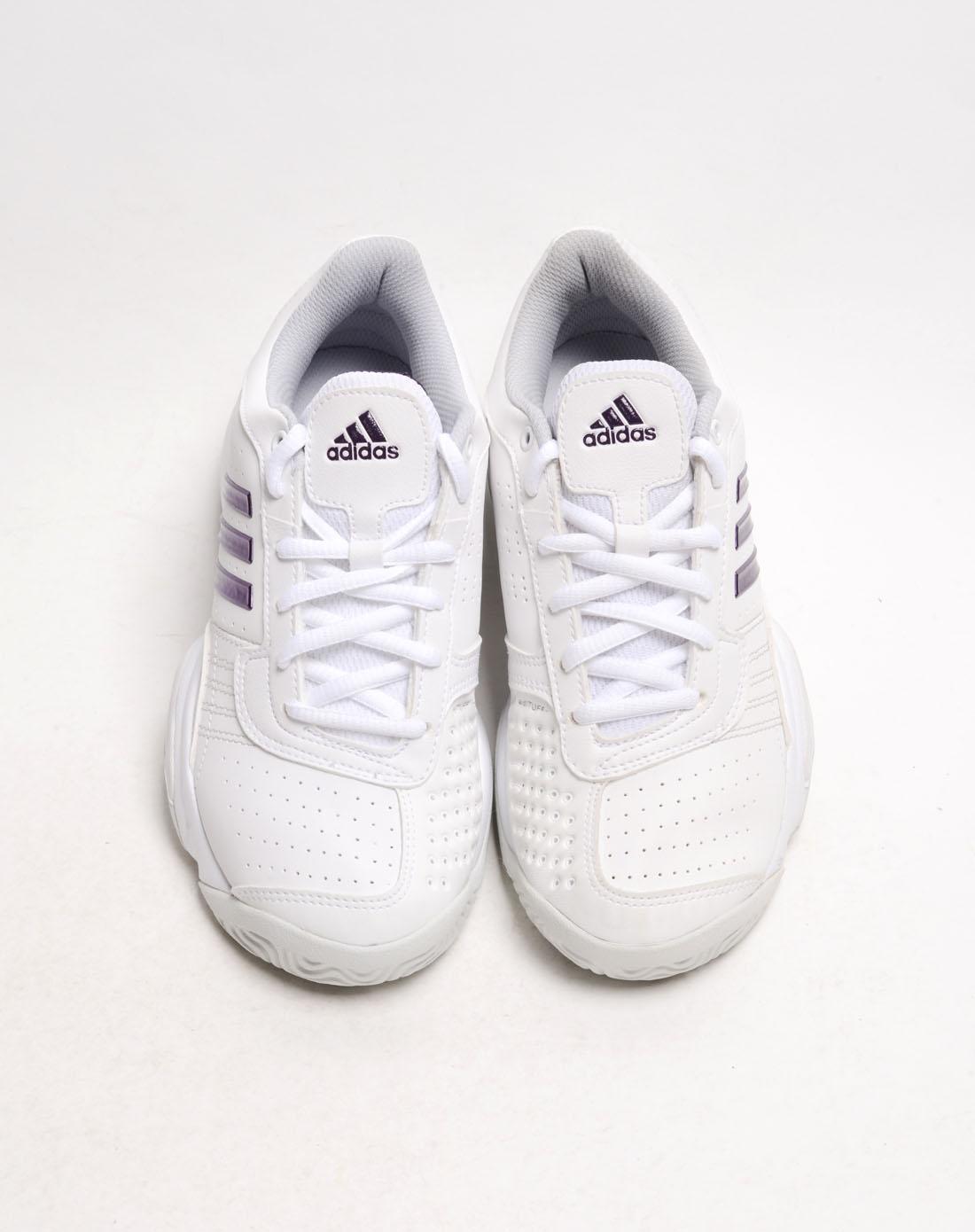 女子白色网球鞋