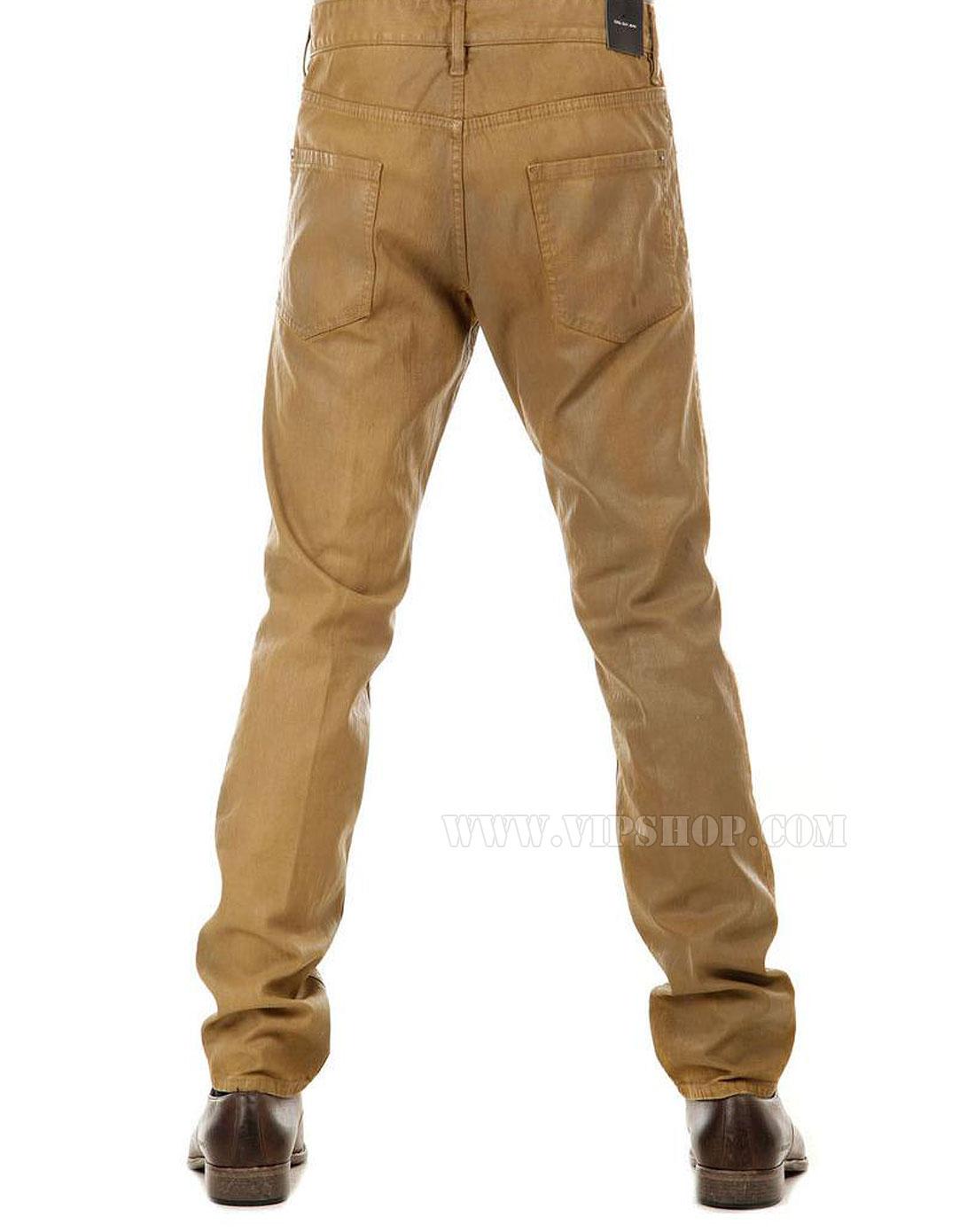 男棕色皮靴搭配