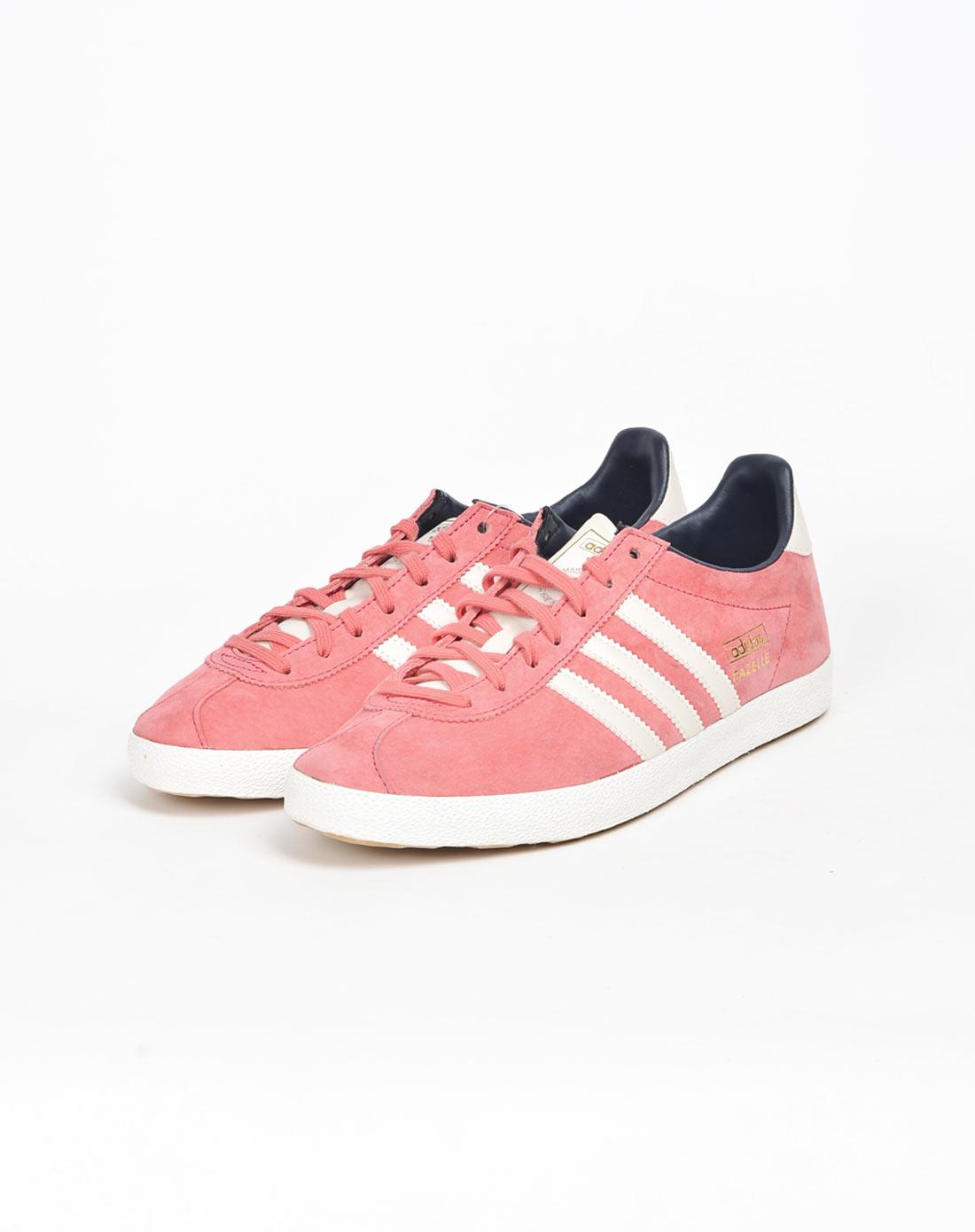 女子粉色复古鞋