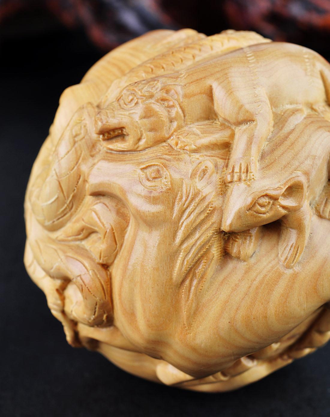 十二生肖浮雕黄杨木(生肖球)摆件