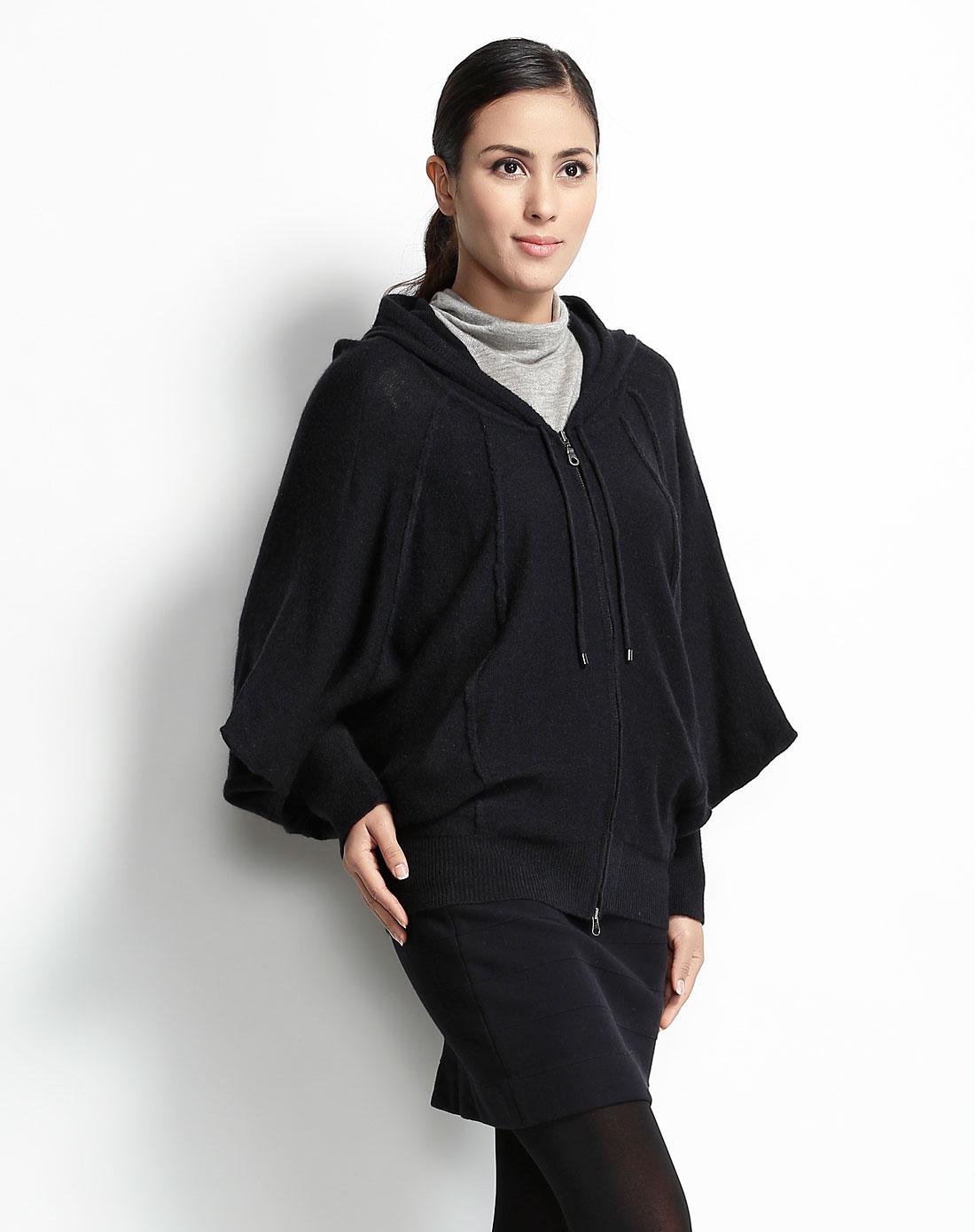 黑色蝙蝠袖针织衫