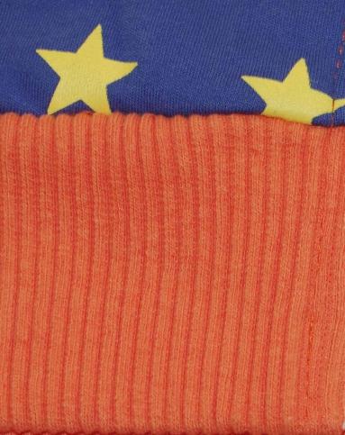 男童橘红色外套