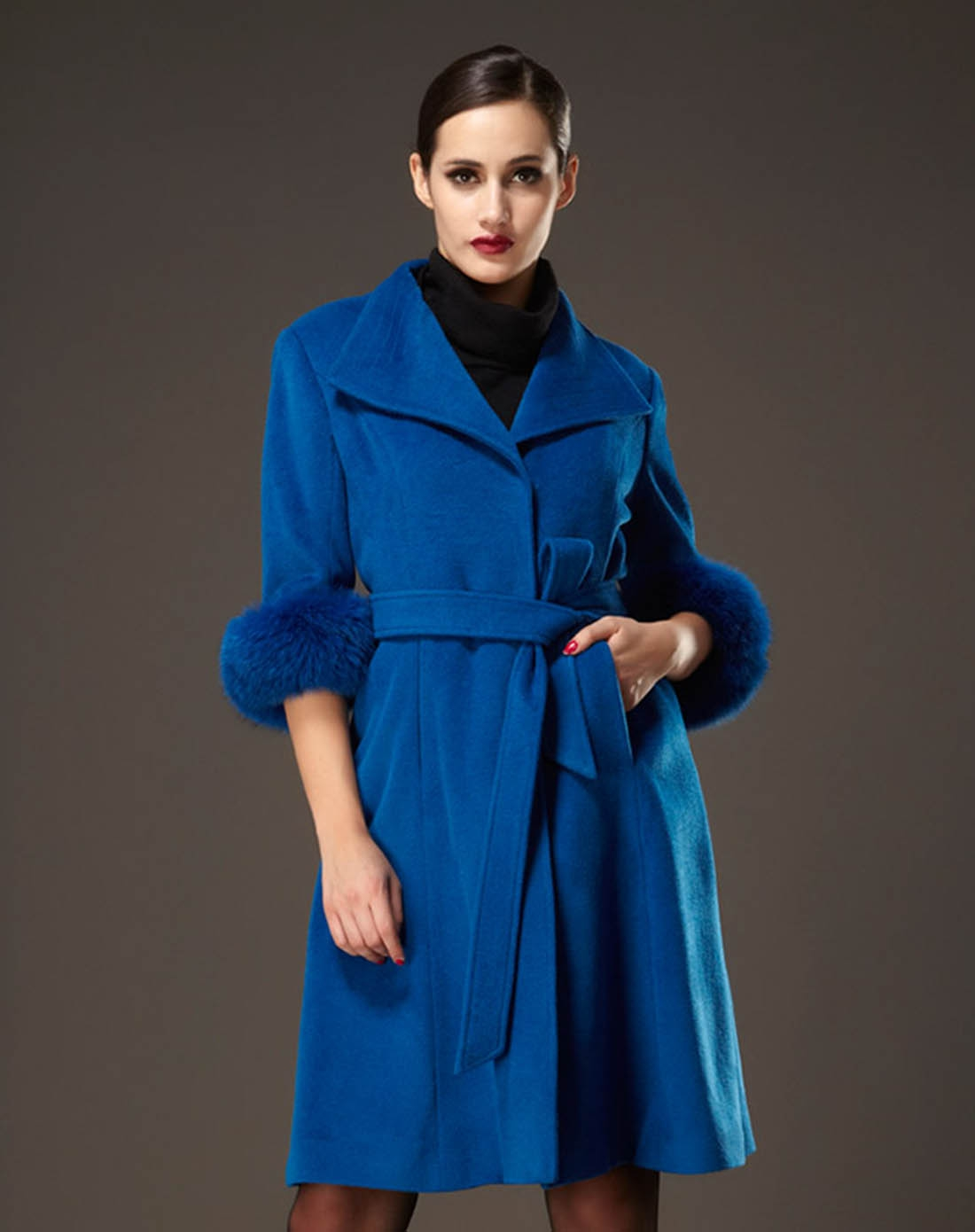 湖蓝色翻领修身中袖羊毛大衣