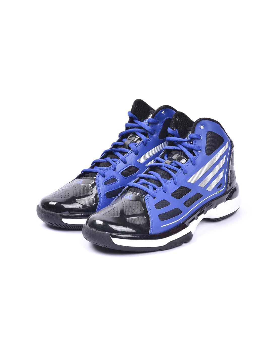 蓝色篮球鞋