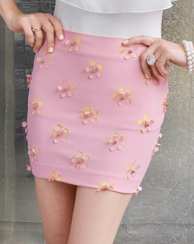 粉红色立体花朵镶珠子包臀雪纺半裙