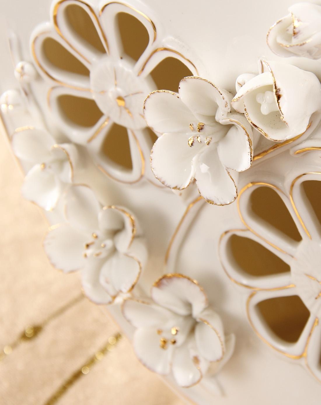 欧式时尚简约镂空雕花陶瓷摆件-b