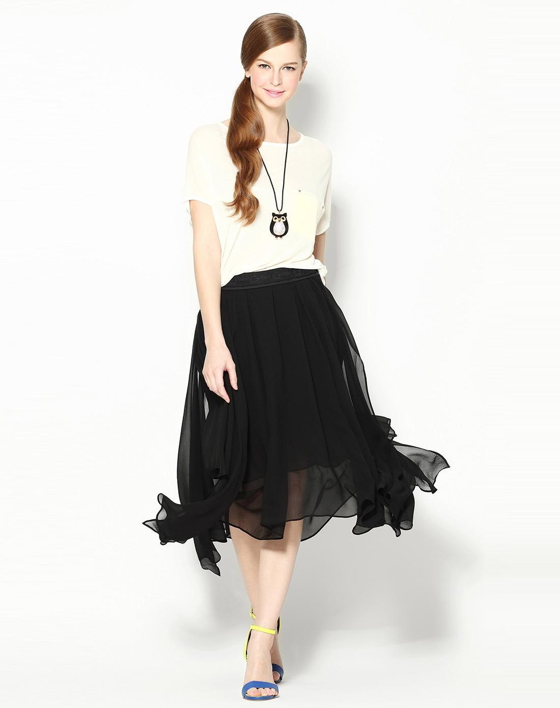 黑色飘逸时尚中长裙