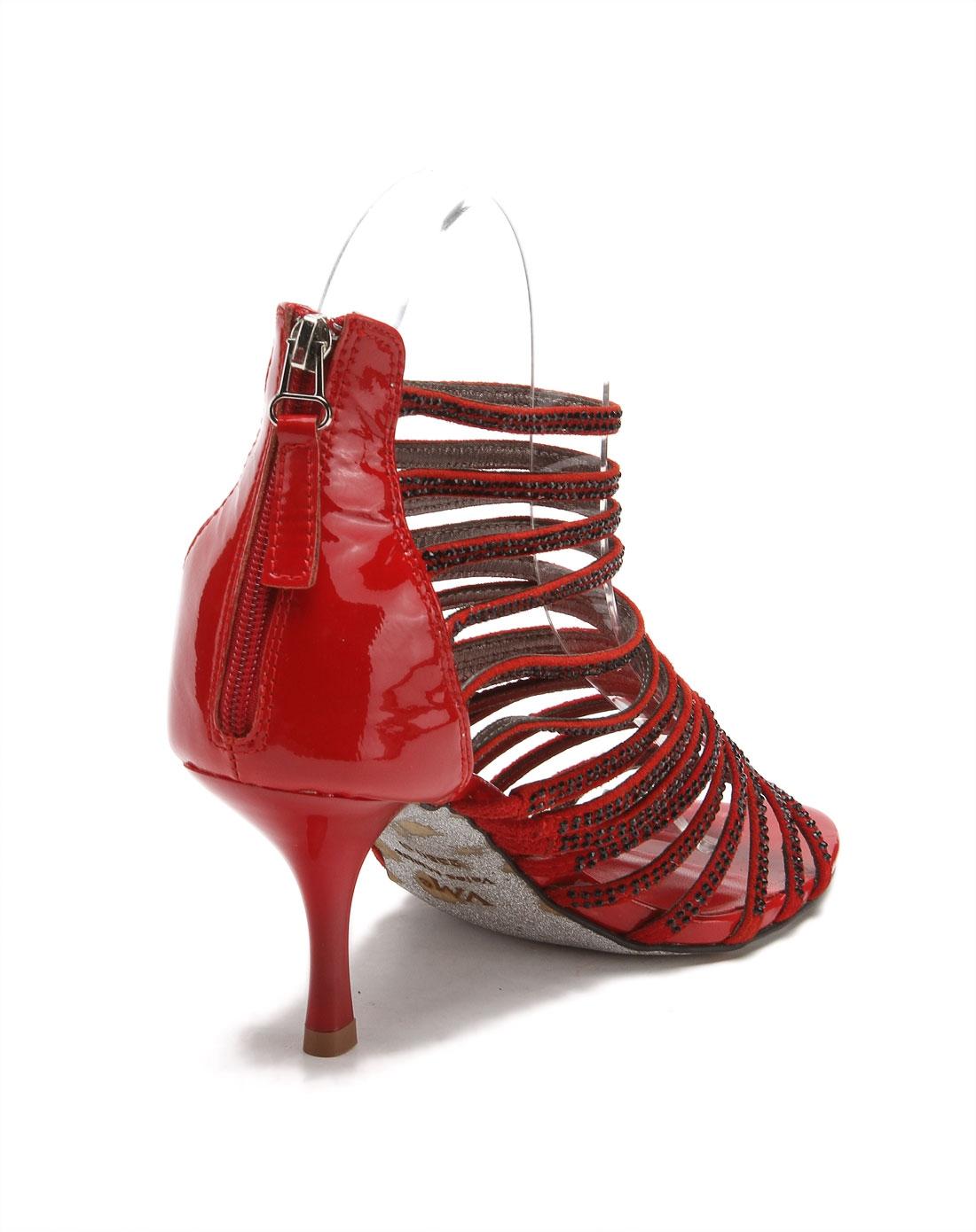 红色亮丽条带高跟凉鞋