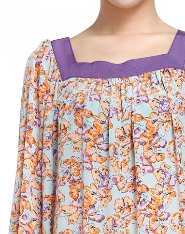 飘逸时尚蝴蝶印花方领淡蓝底橙色长袖上衣
