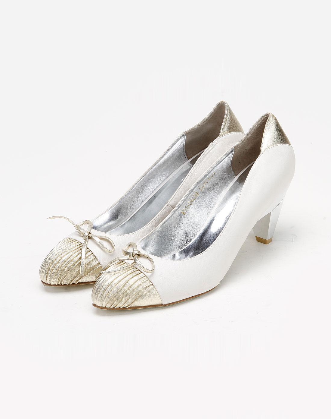 白色时尚休闲高跟鞋
