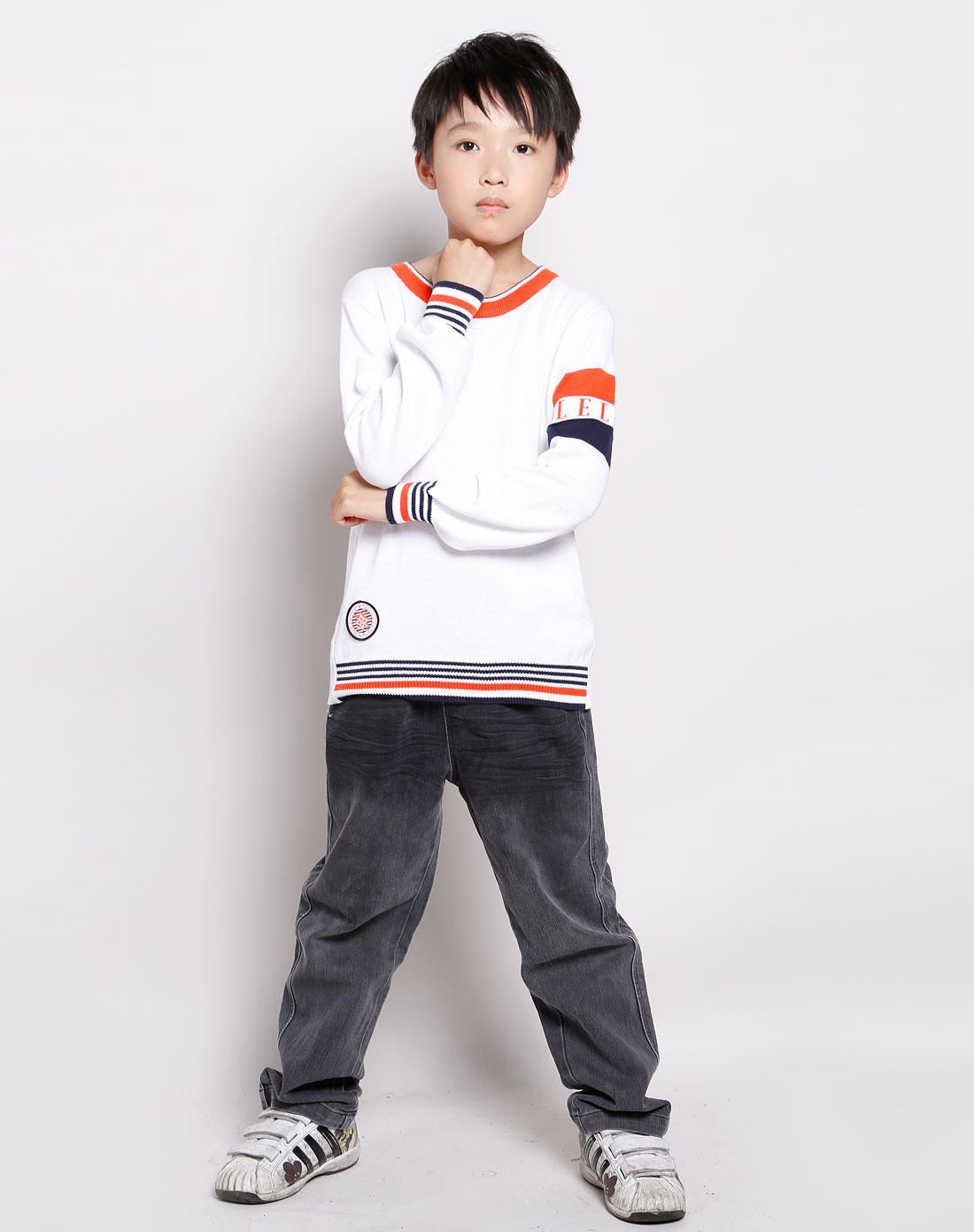 男童橙色针织休闲服装