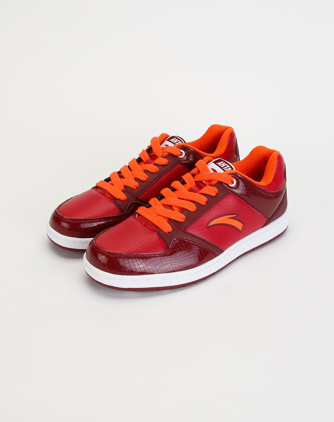 男款暗红色时尚运动板鞋