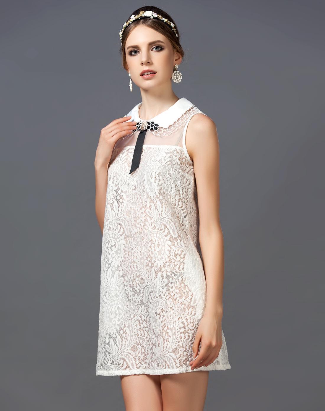 蕾丝复古白色连衣裙