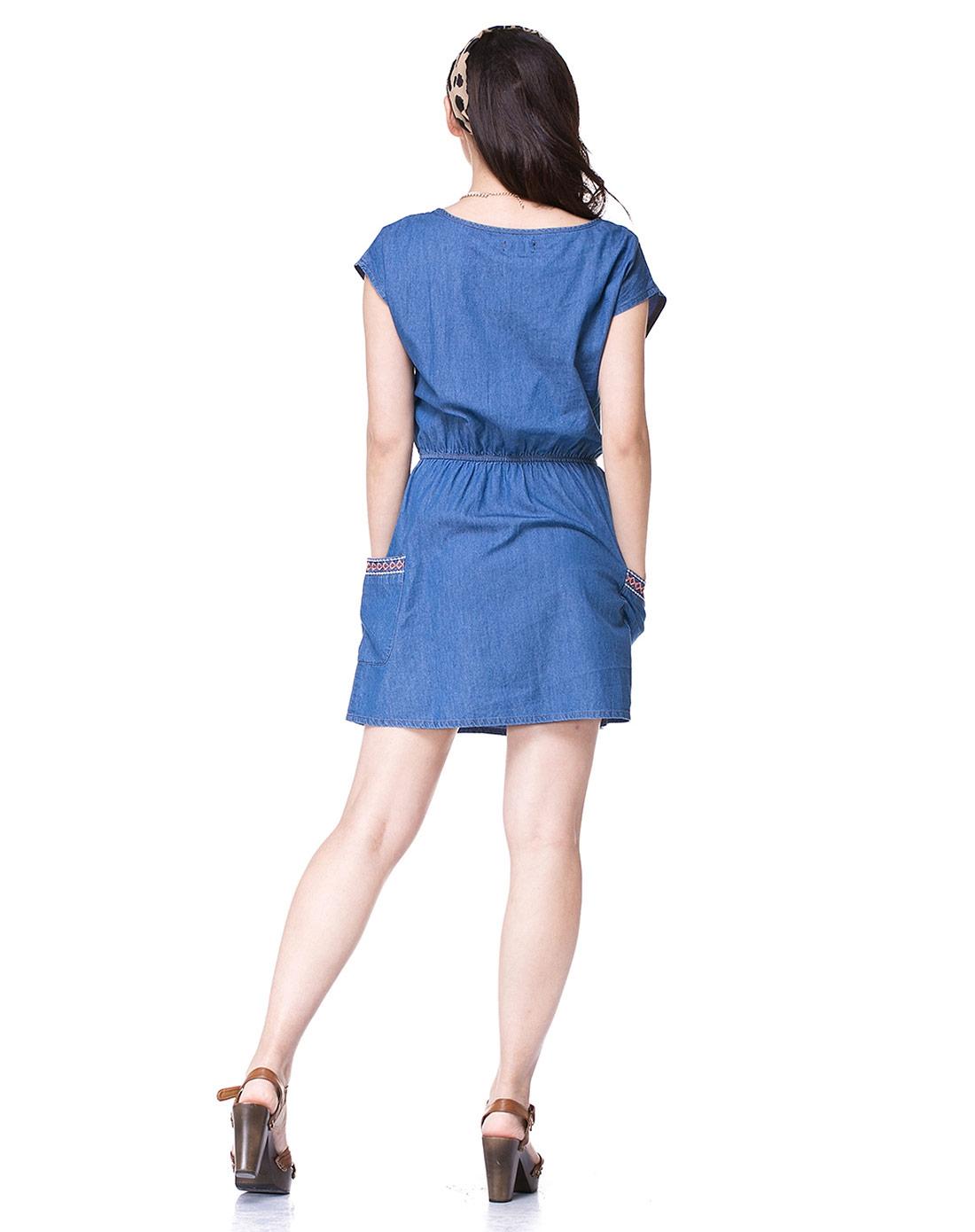 俏皮可爱蓝色短袖连衣裙