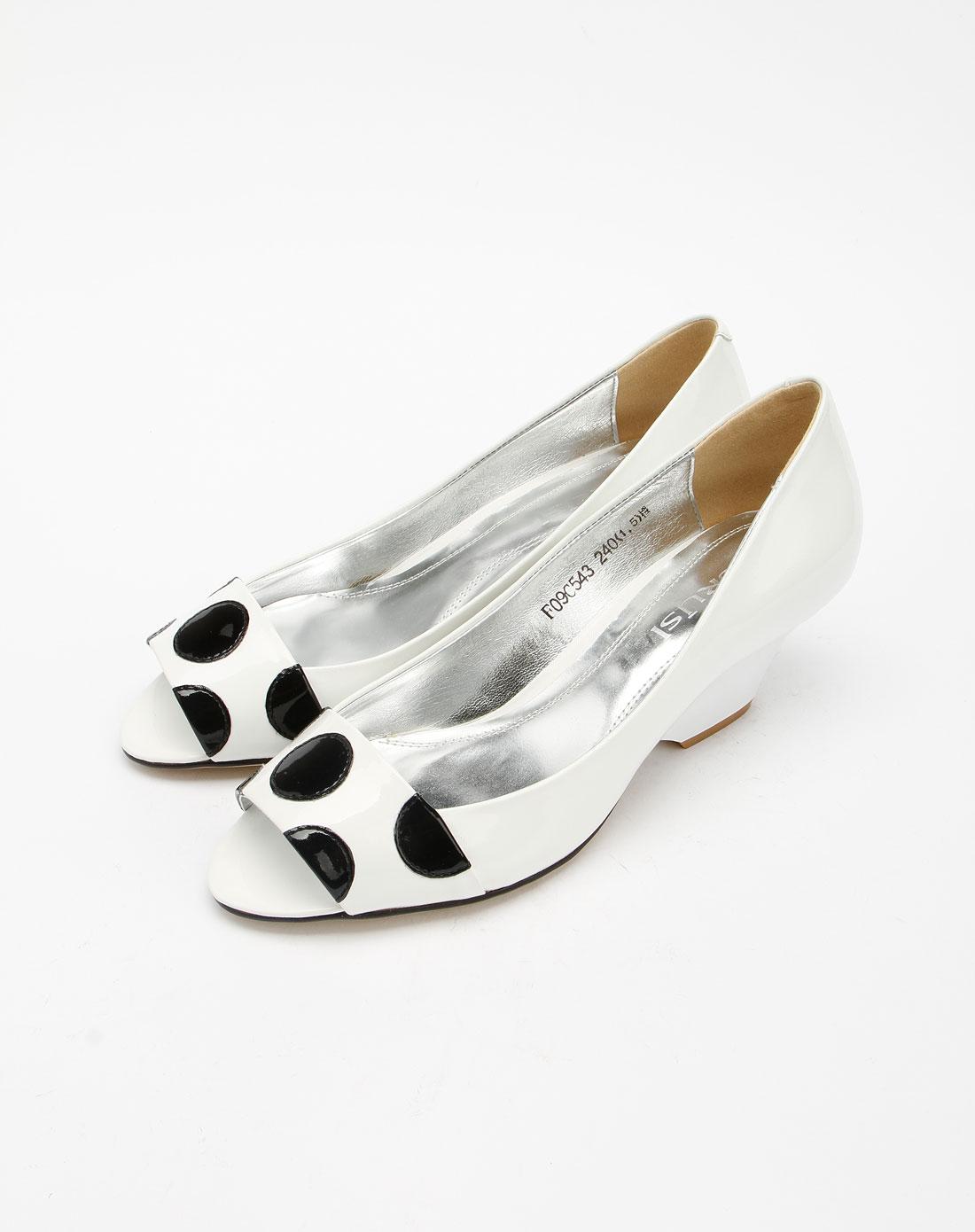 女款滑轮风口鱼嘴高跟鞋大棚时尚白色图片