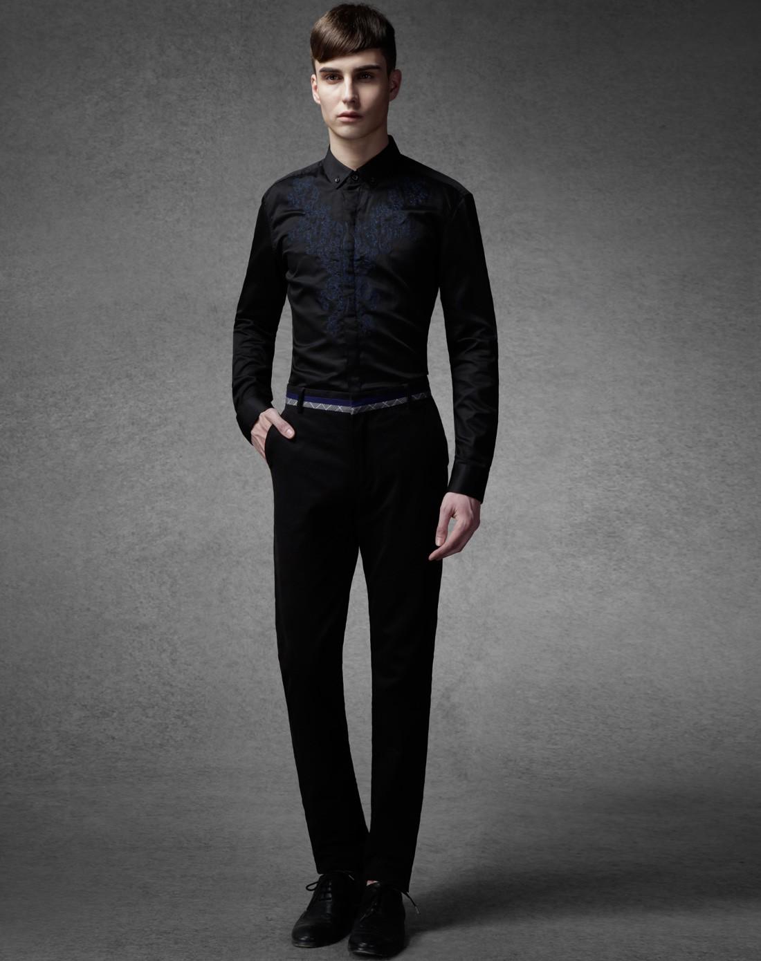 男的黑色衬衫 修身的 应该搭配咋样的裤子