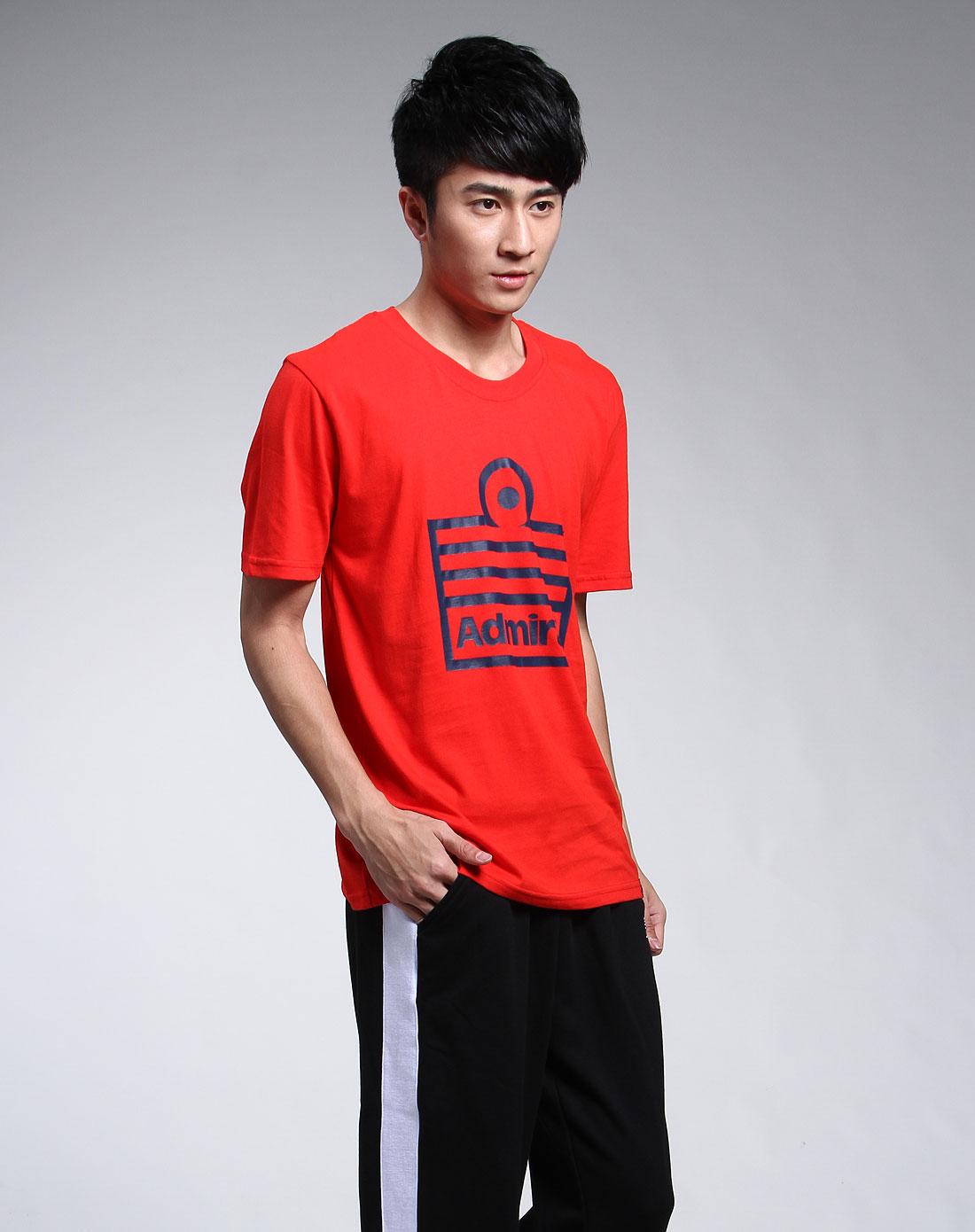 大红色休闲标致短袖t恤