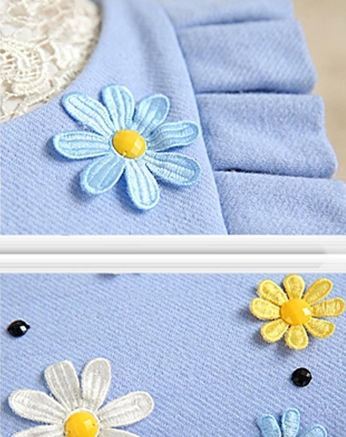 浅蓝色花朵毛呢连衣裙