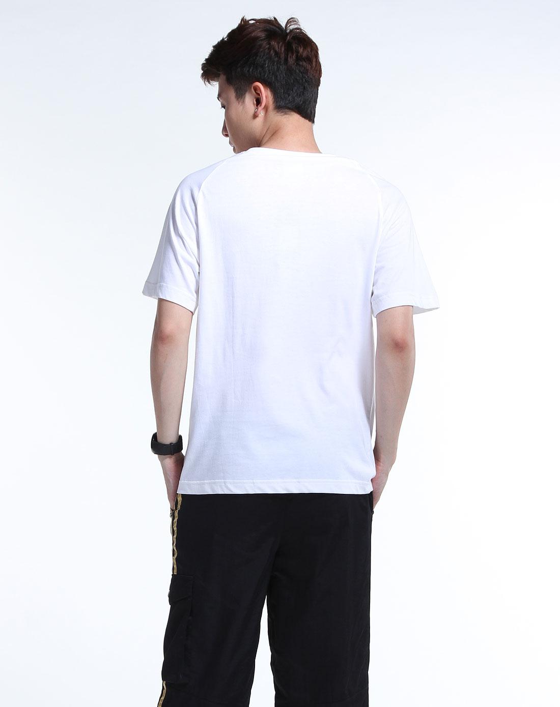 阿迪达斯 短t恤