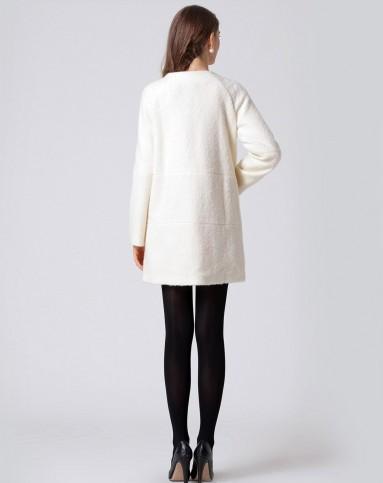女款米白色纯色几何拼接圆领复古毛呢大衣