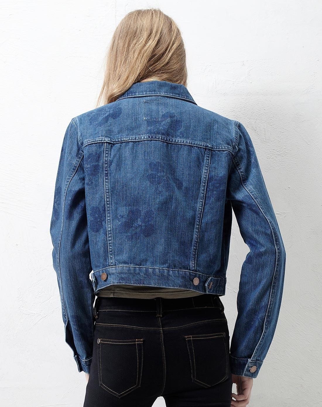 蓝色牛仔外套