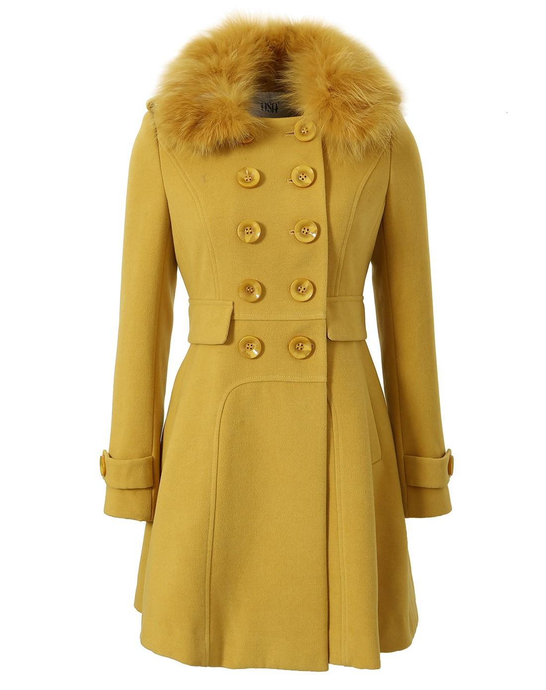 金黄色毛呢外套