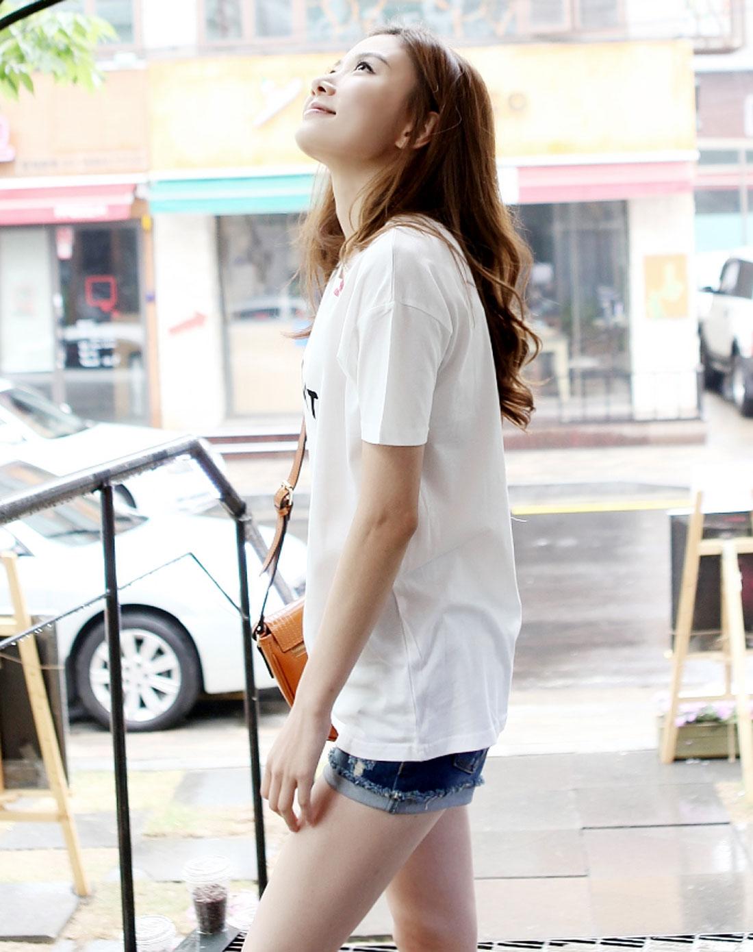 白色唇印小亮点字母短袖t恤