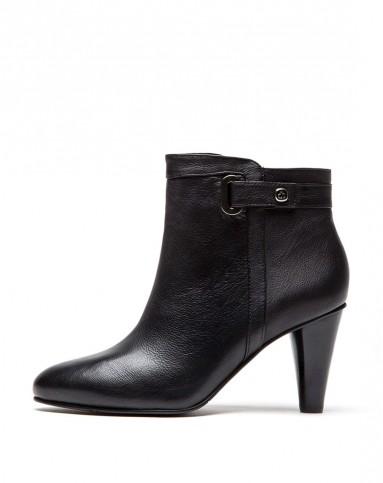 黑色胎牛经典女短靴图片