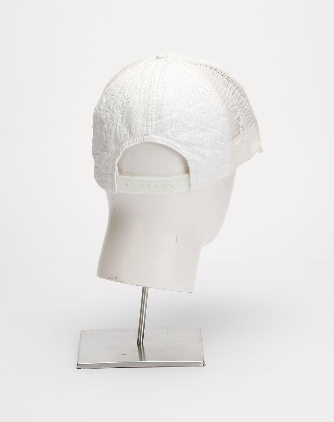 白色简约时尚帽子