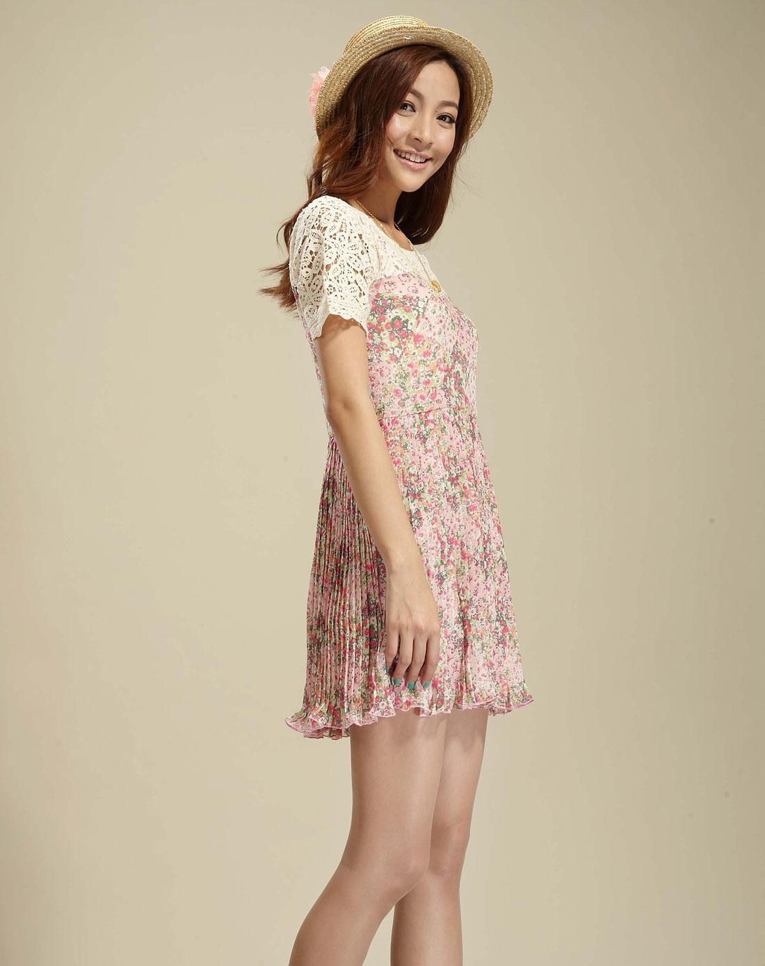 蜜粉色蕾丝拼接碎花短袖连衣裙