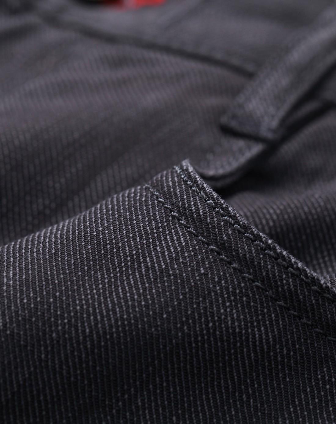 黑色舒适棉弹面料牛仔裤