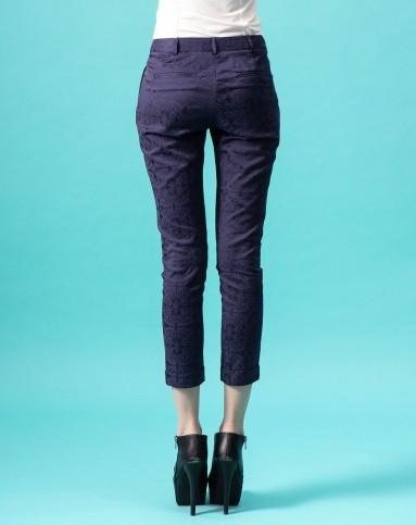 > 女款深紫色提花休闲裤