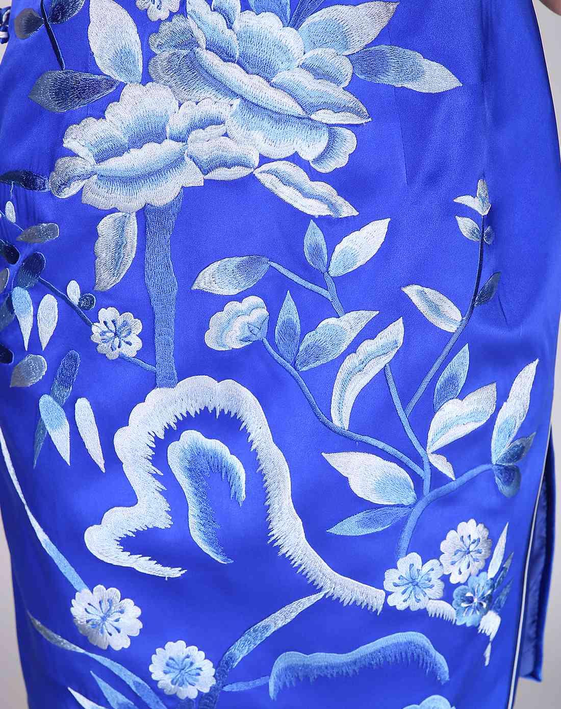 女款宝蓝色绣花手工制作旗袍
