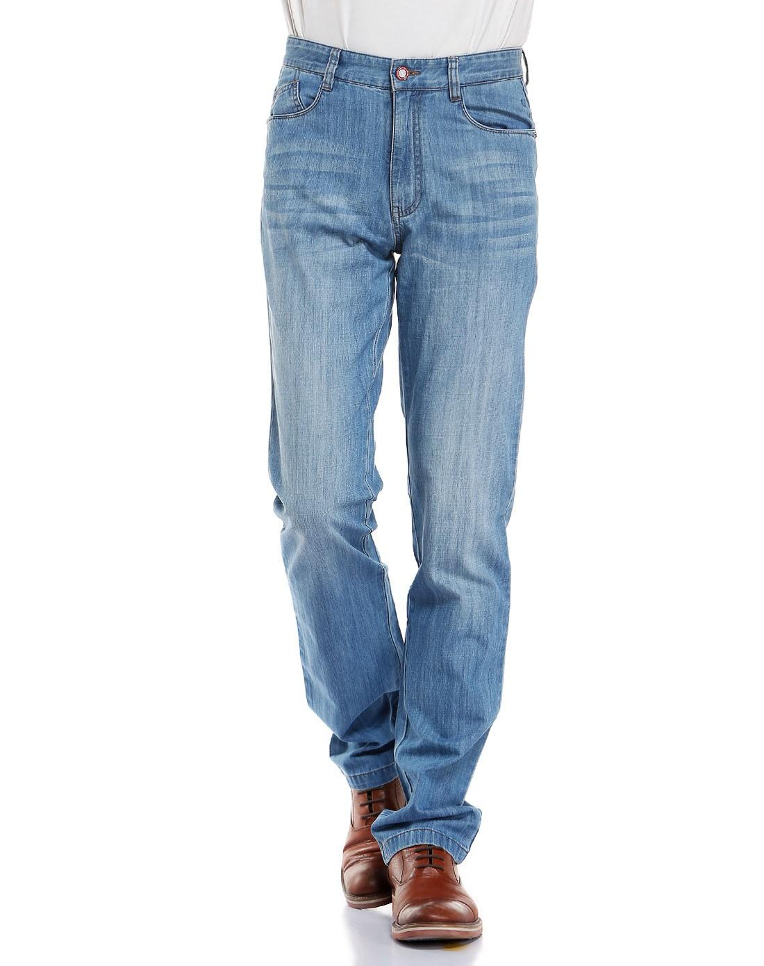 男浅蓝色牛仔裤
