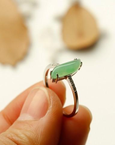 天然翡翠18k金镶嵌菱形戒指