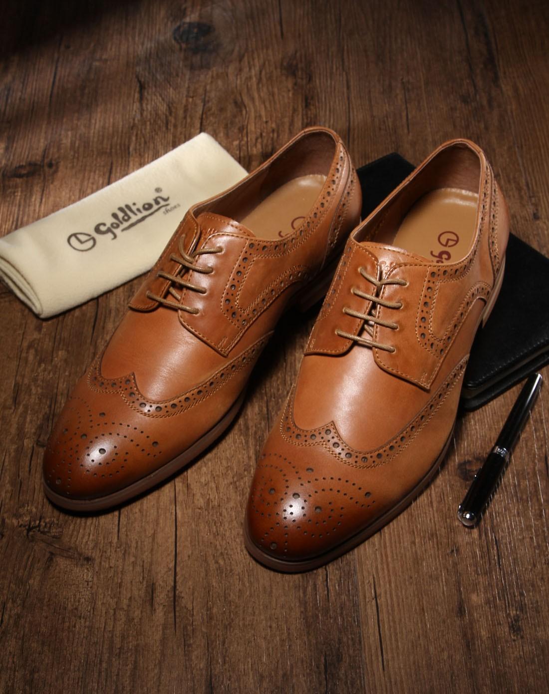 浅棕色牛皮布洛克纹时尚休闲皮鞋