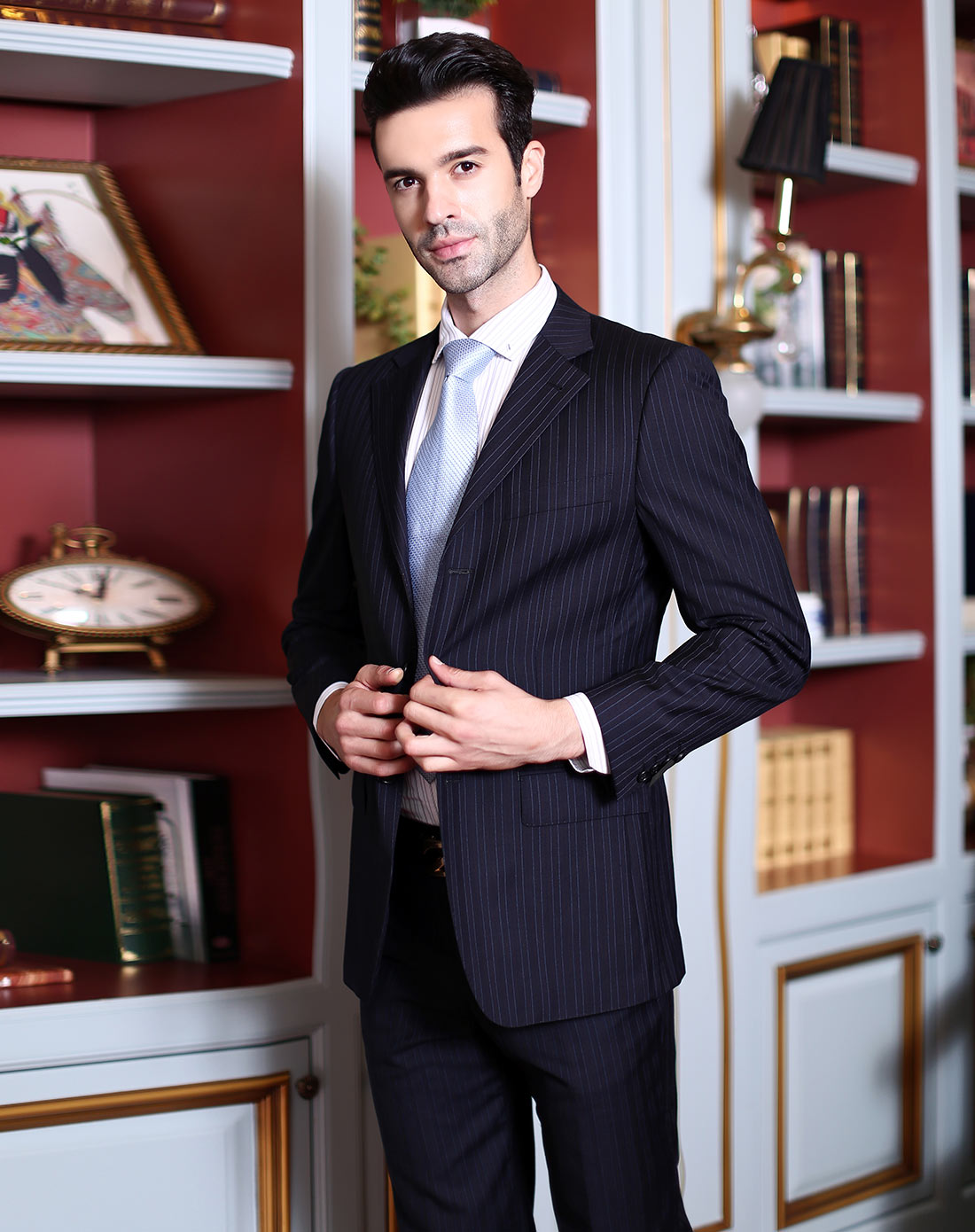 深色竖条纹经典长袖西服