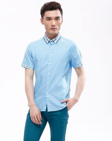 浅蓝色简洁正装短袖衬衫