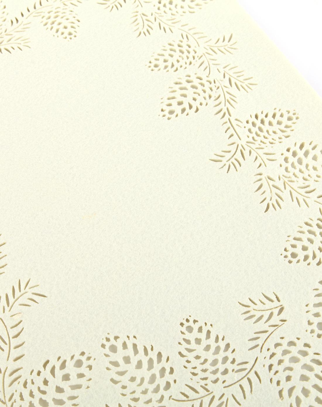 镂空松果长方形隔热毛毡餐垫-乳白色