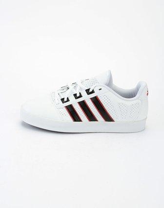 阿迪达斯adidas白拼黑色透气绑带篮球鞋g23667