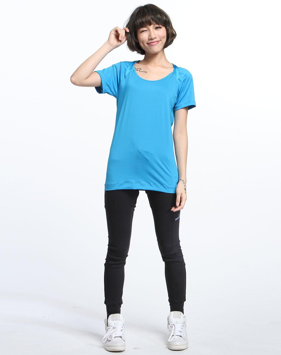 蓝色运动短袖t恤