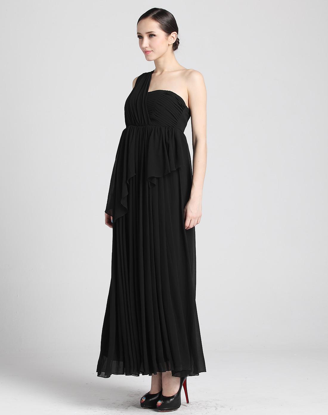 女黑色无袖连衣裙