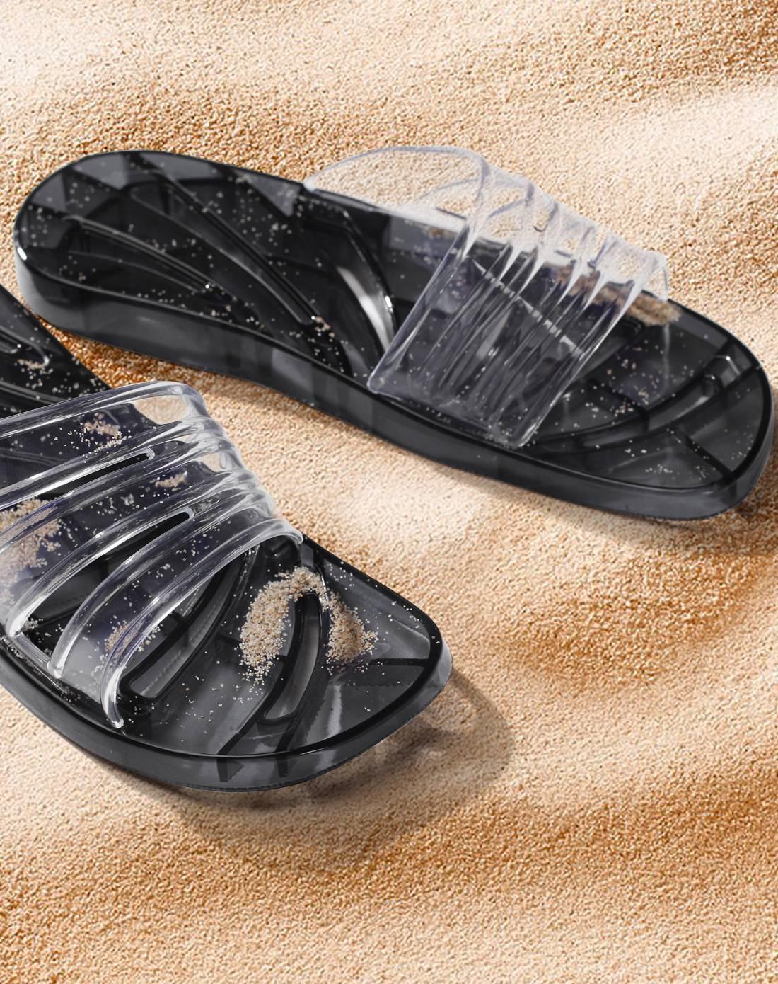 灰色透明水晶镂空浴室拖鞋