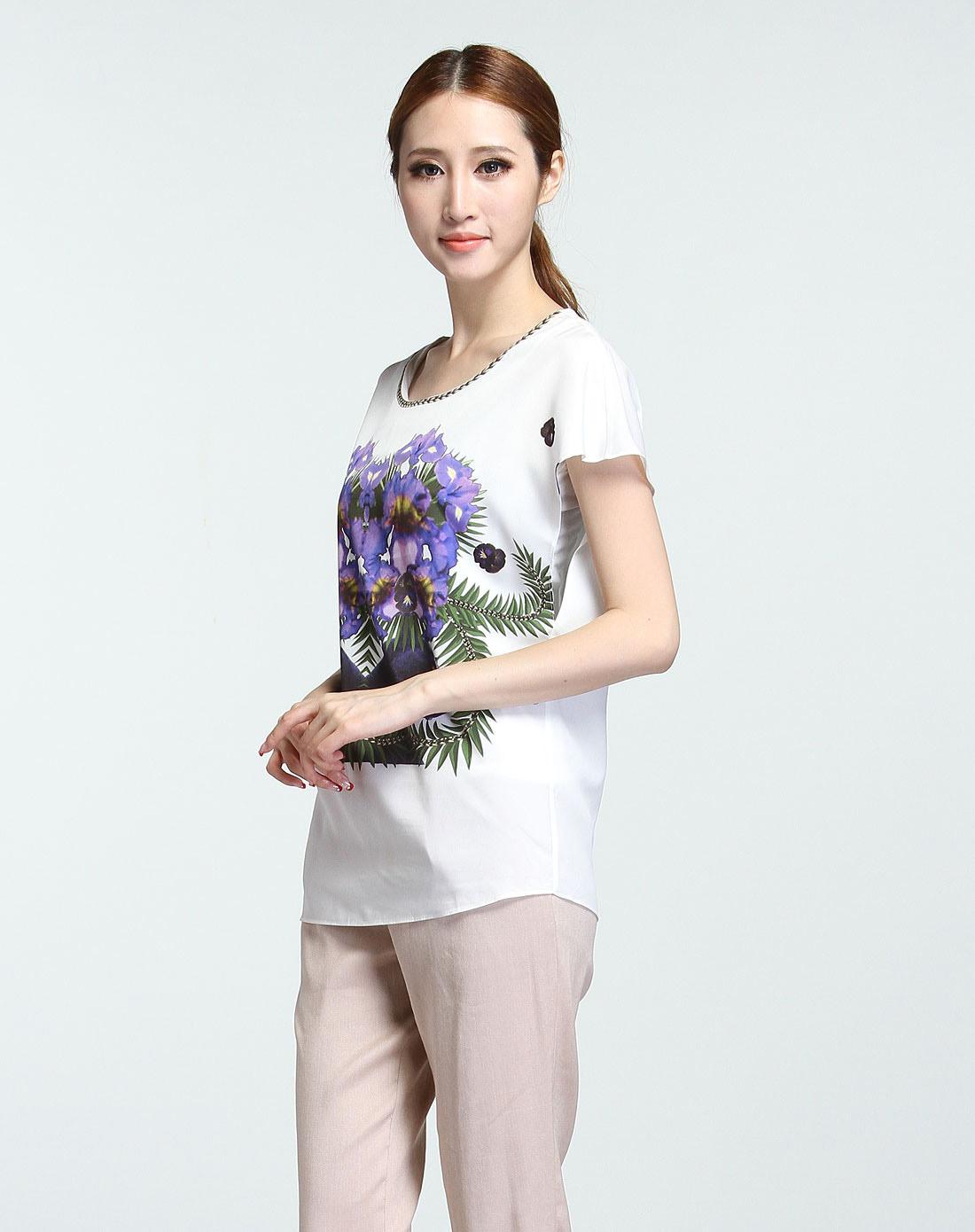 清新花朵图案白底紫色短袖上衣
