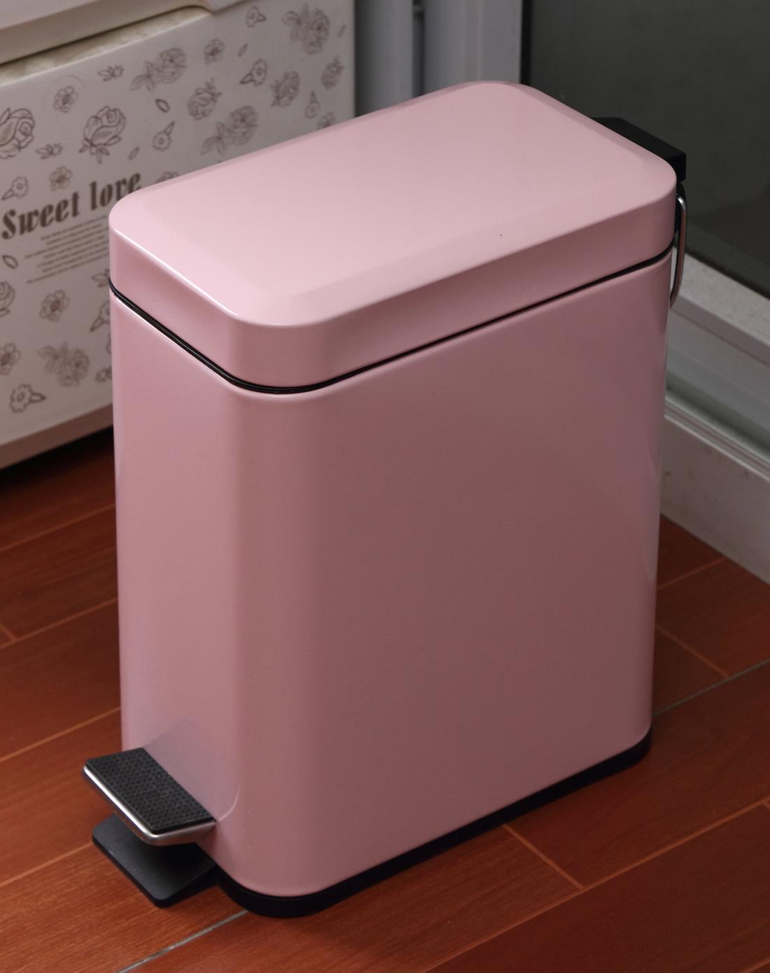 粉色长方形垃圾桶