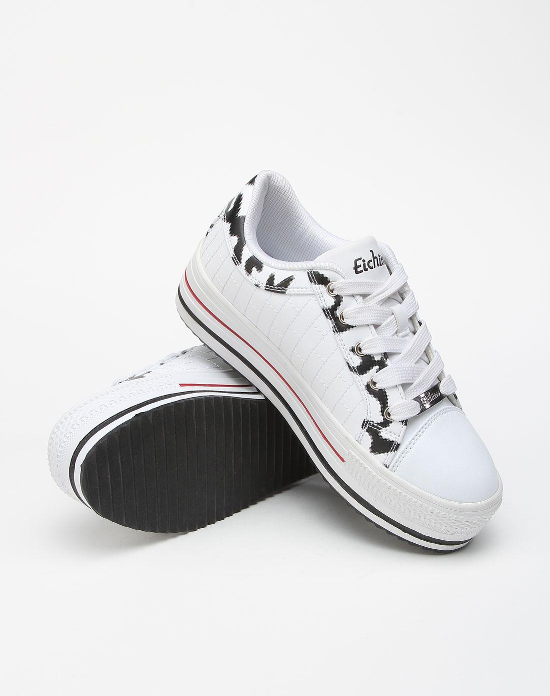 白色时尚运动鞋