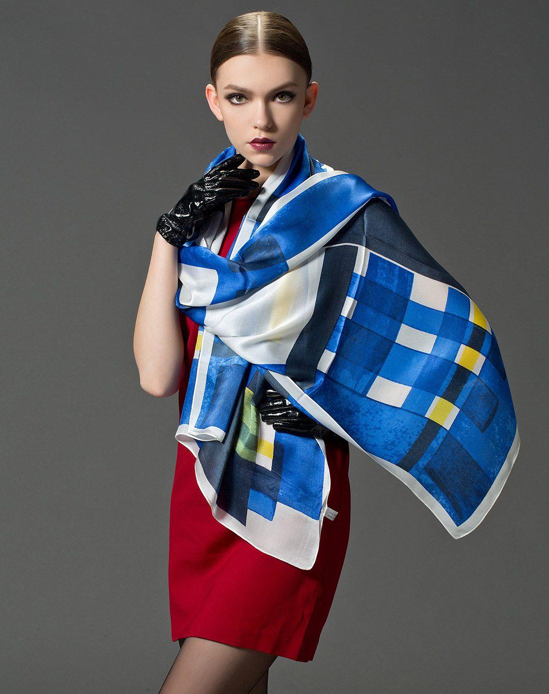 丝巾摆放造型方法